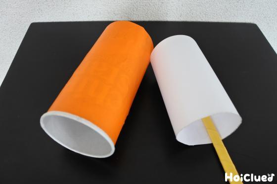 ポテトチップスの空き容器と丸めた色画用紙