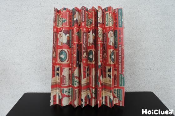 ジャバラに折った包装紙の写真
