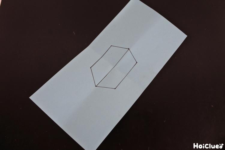 紙の真ん中に六角形