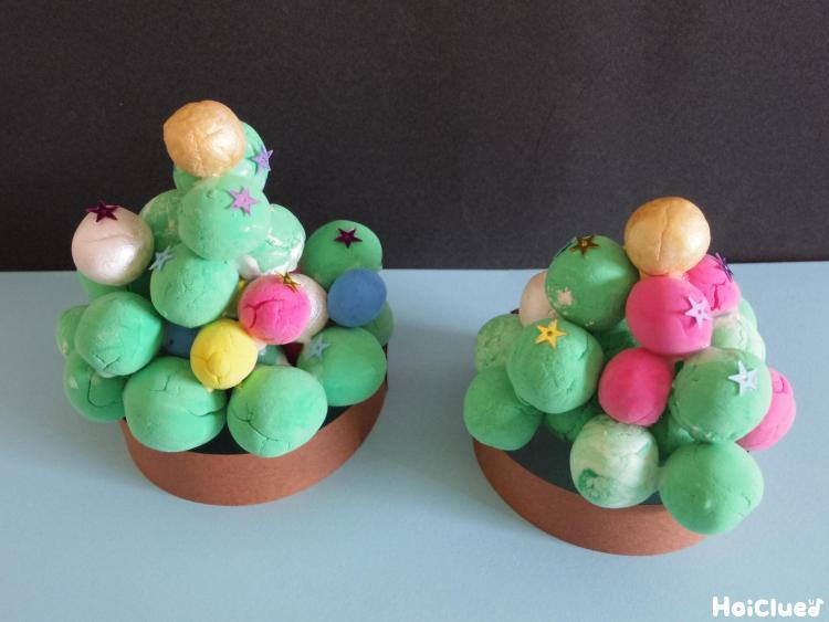 コロコロおだんごクリスマスツリー〜手のひらで楽しむ製作遊び〜