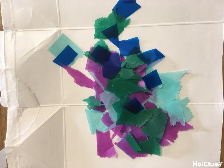 細かく切られた花紙とセロファン