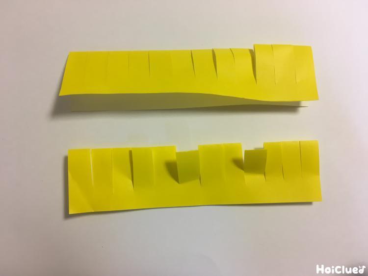 折り紙を細く切って切り込みを入れた写真