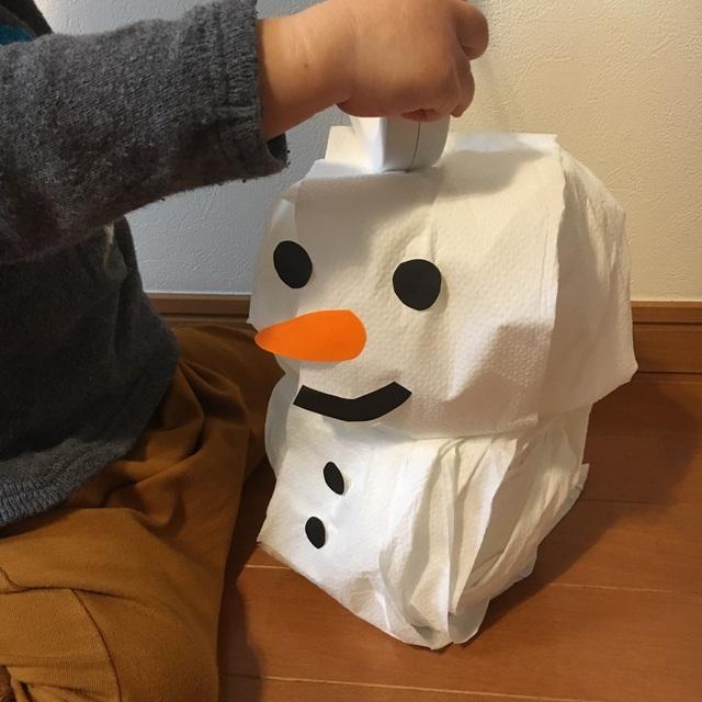 【アプリ投稿】トイレットペーパーで雪だるま