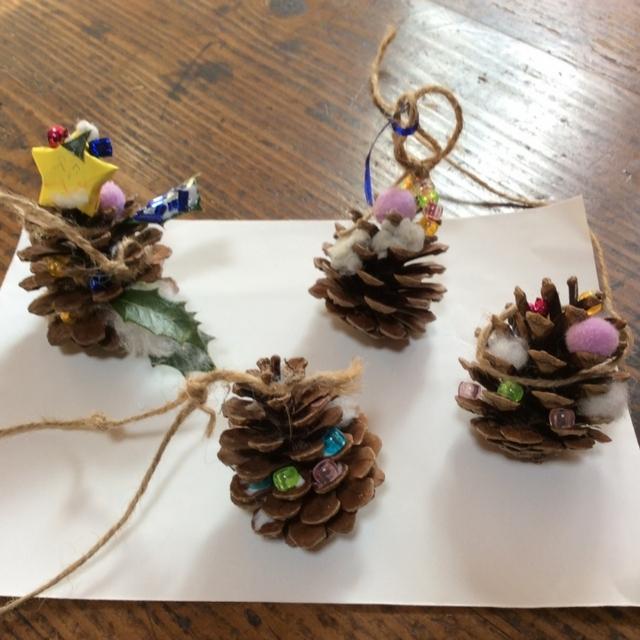 【アプリ投稿】松ぼっくりでミニクリスマスツリー