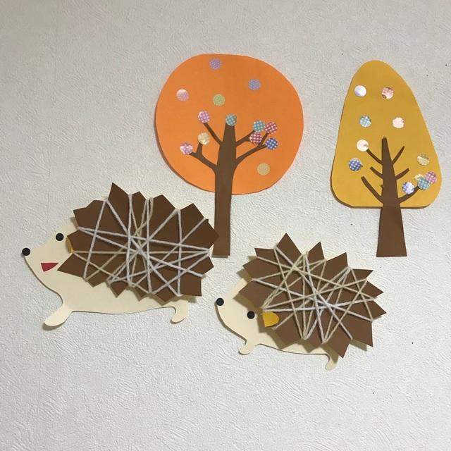 【アプリ投稿】【秋の壁面製作】ハリネズミ&紅葉