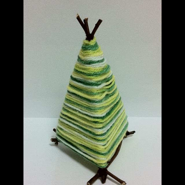 【アプリ投稿】★毛糸と小枝で作るクリスマスツリー