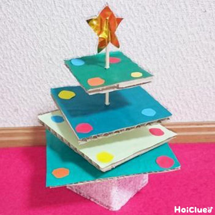 重ねて楽しい!段ボールツリー〜クリスマスにぴったりのアイディア製作遊び〜
