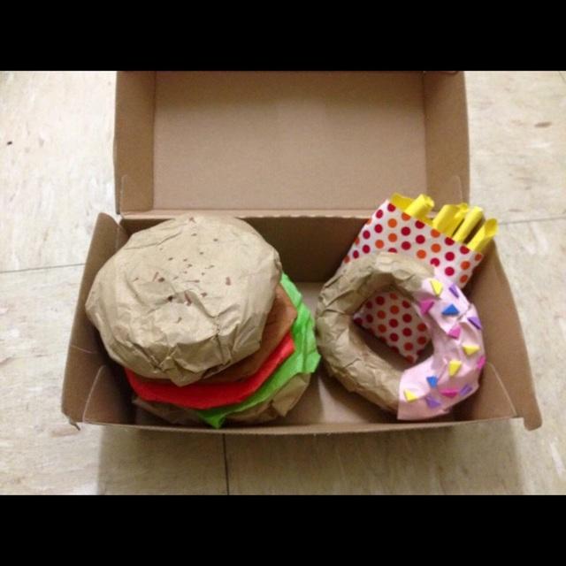 【アプリ投稿】お店屋さんごっこハンバーガーにドーナッツ、ポテトのセットを作りました。美味しそうにできて満足。