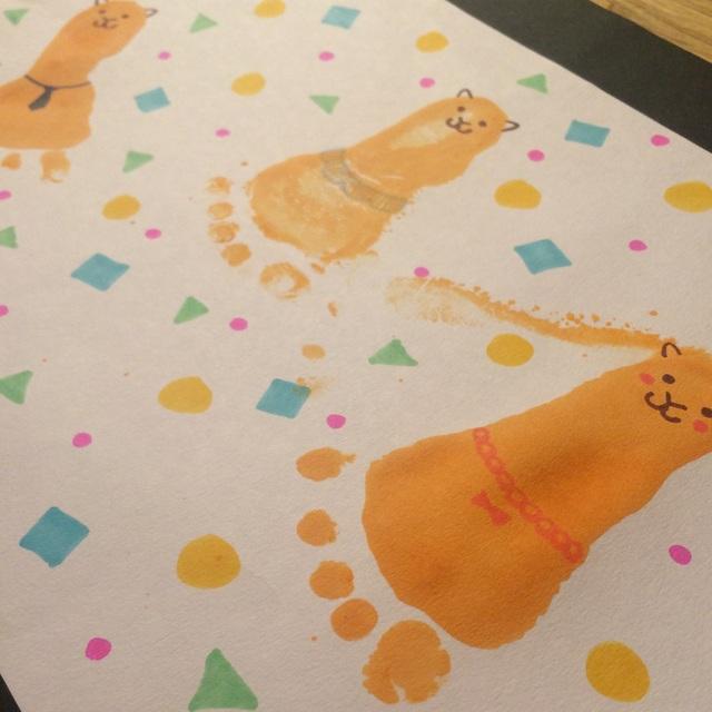 【アプリ投稿】保育園の夏祭り用に作った提灯?です足型をアルパカ親子に見立ててみました。