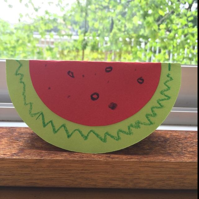 【アプリ投稿】★ゆらゆらスイカ★・画用紙(緑.赤)・クレヨン※広げると裏面にはスイカの皮部分のジグザグ柄を描いたりします。