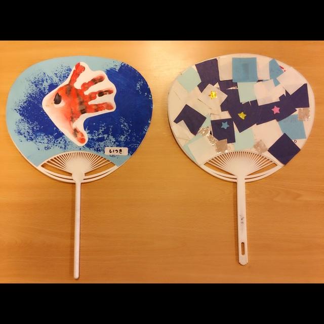 【アプリ投稿】   【手型アート】・3歳児・うちわ・折り紙・絵の具(オレンジ/青)・筆