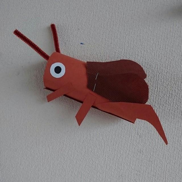 【アプリ投稿】秋の壁面 4歳児 コウロギ