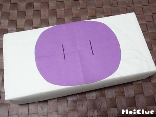 ティッシュの箱に画用紙を貼った写真