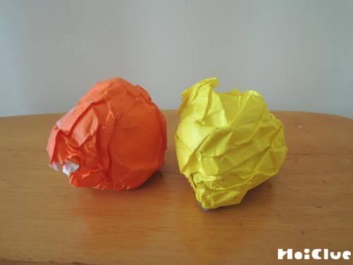 折り紙を丸めた写真