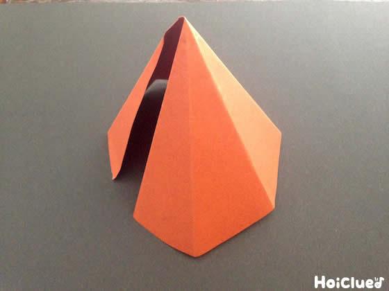 円錐を作っている写真