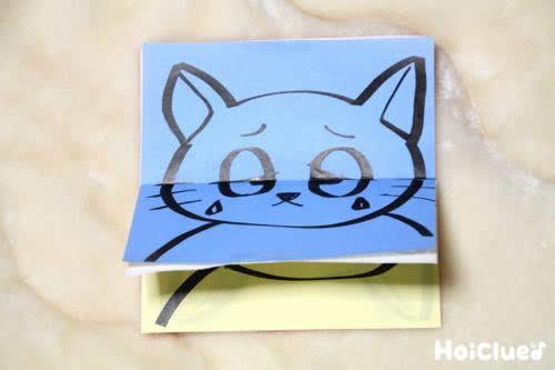 別のページに泣いている猫の絵が描かれた写真