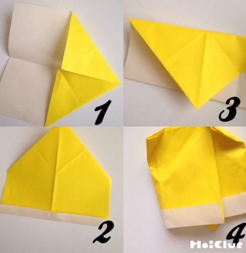 折り紙を順番に折っている写真