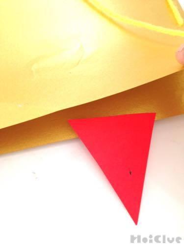 厚紙に折り紙でツノをつけた写真