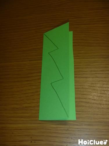 画用紙を半分に折った写真
