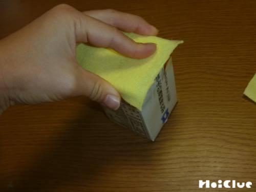 箱状にした牛乳パックの写真