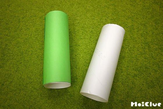 トイレットペーパーの芯に折り紙を貼った写真