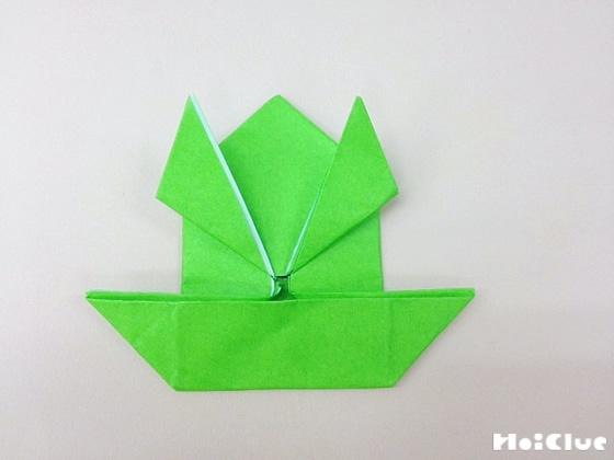 下の部分を広げ船の様な形に折った写真