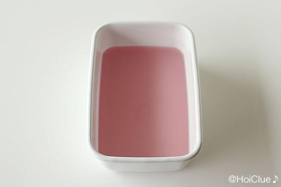 赤い色の付いた寒天の写真