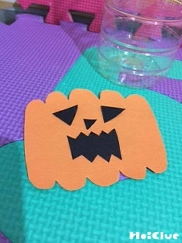 画用紙で作ったかぼちゃの写真