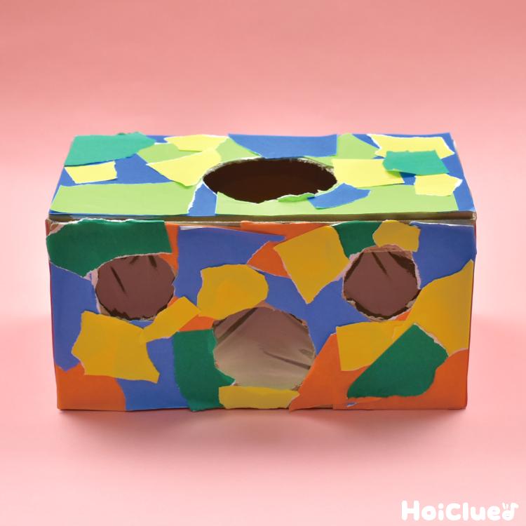 色紙を貼り飾り付けた箱