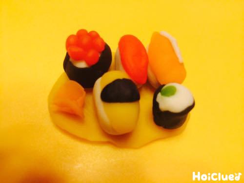 小麦粉粘土で作ったお寿司の写真