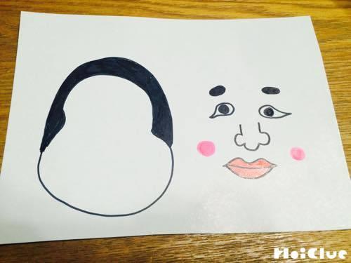 画用紙に描いた顔の輪郭と顔のパーツ