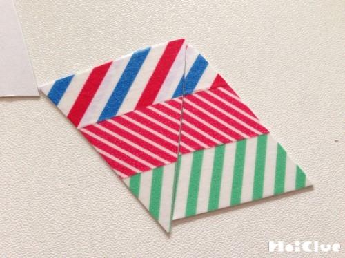 三角形に切った画用紙にマスキングテープを貼った写真