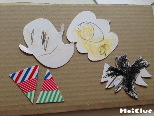 画用紙で作った色々な形の飾り物の写真