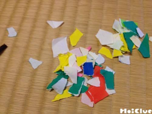 細かく破った折り紙