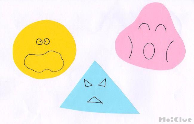 三角や丸に切った画用紙に顔を描いた写真