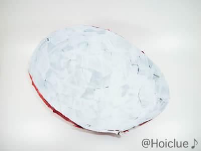 卵型のハリボテを半分に切った写真