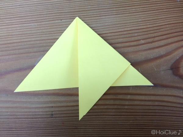 三角形の部分を折り返した写真