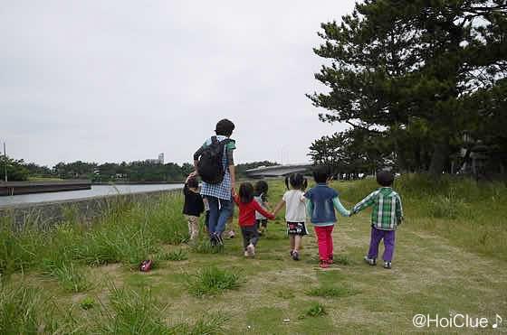 お散歩する子どもたちの様子
