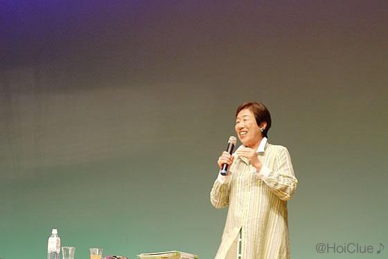 柴田さんが講演している写真
