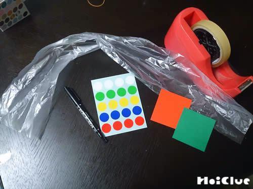 傘袋、丸シール、折り紙、セロハンテープ、マジックの写真