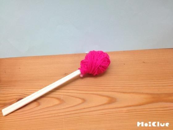 ぐるぐるりんごあめ〜毛糸で簡単製作あそび〜
