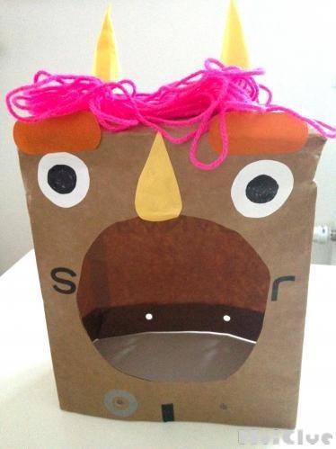 紙袋の手作り変身グッズ〜自分の顔がそのまま見えるおもしろお面〜