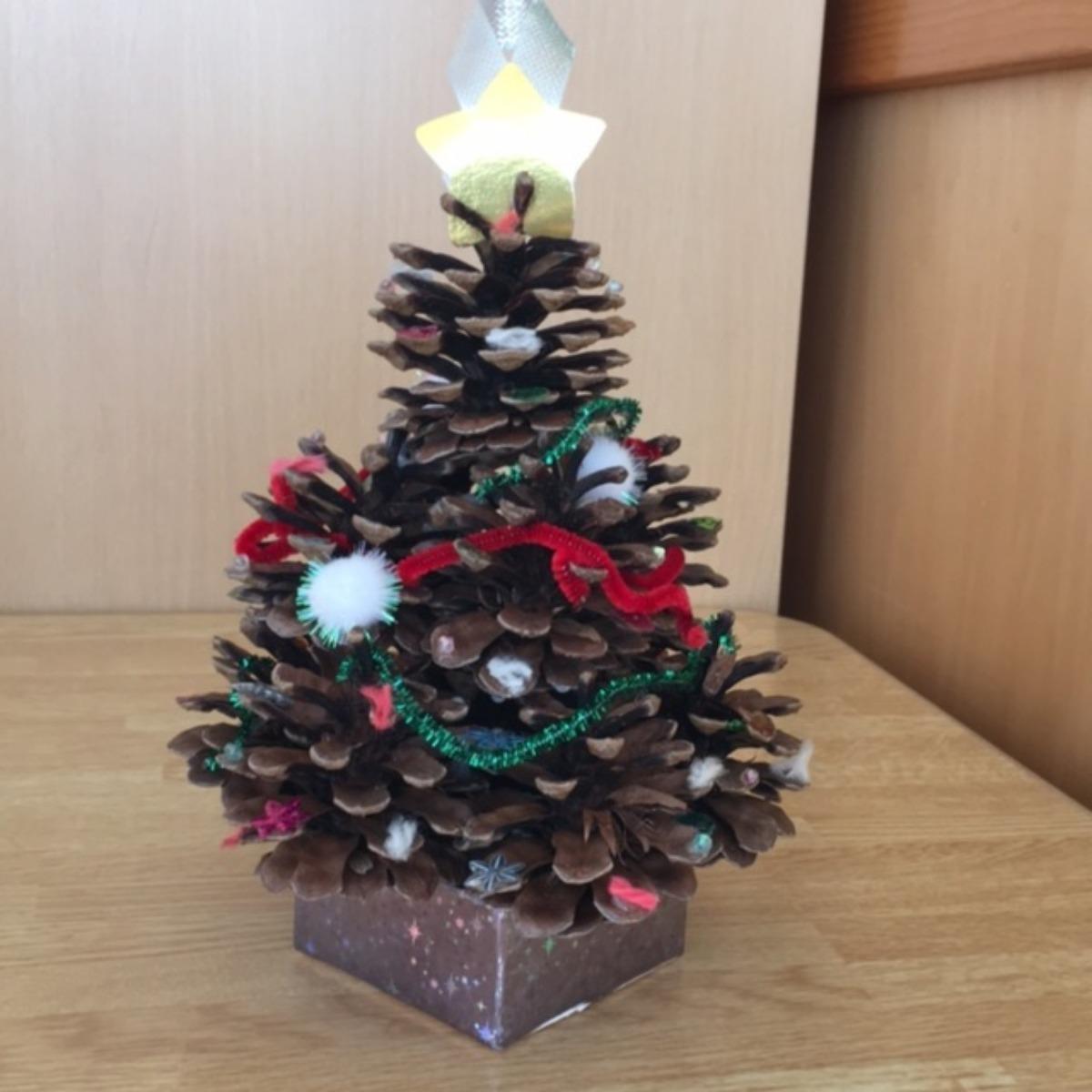 【アプリ投稿】松ぼっくりで「手作りクリスマスツリー」(^^)