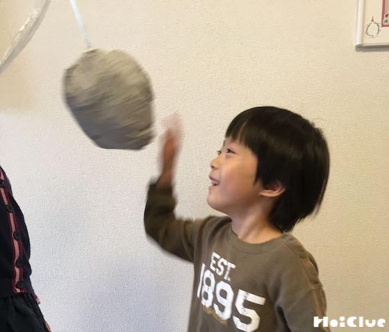 身体を動かして楽しめる新聞ボール〜シンプルなのに遊び方たくさんの手作りおもちゃ〜