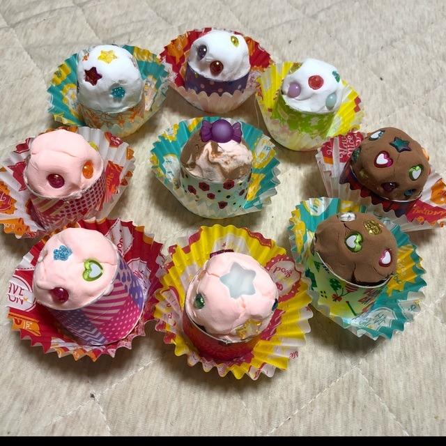 【アプリ投稿】紙粘土で作ったカップケーキ