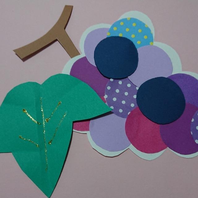 【アプリ投稿】丸い色画用紙や柄折り紙を貼ってブドウ