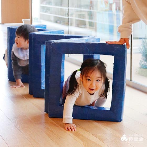 くぐって、歩いて、渡って、跳んで!〜保育現場の手作りおもちゃアイディア〜