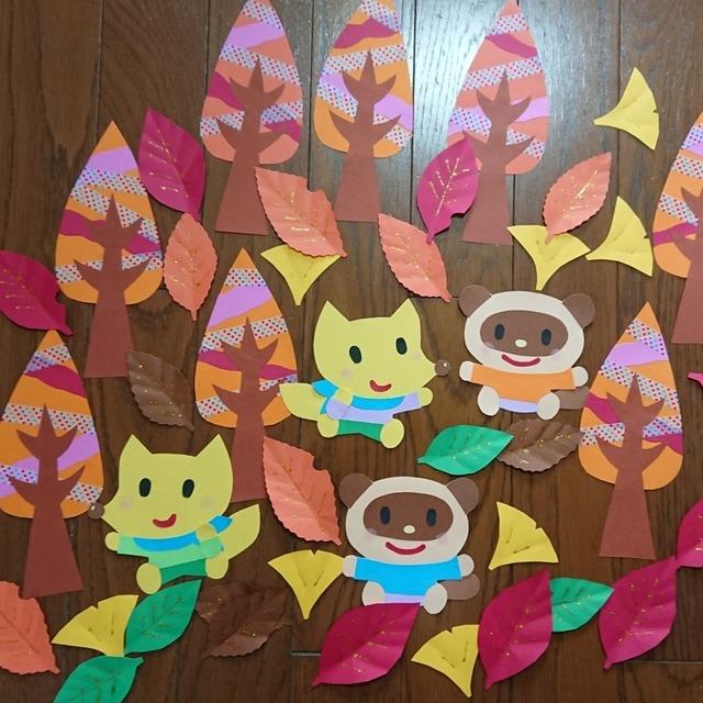 【アプリ投稿】秋の並木と落ち葉の壁面飾り