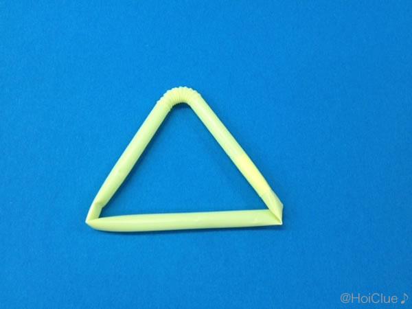 ストローを三角に曲げた写真
