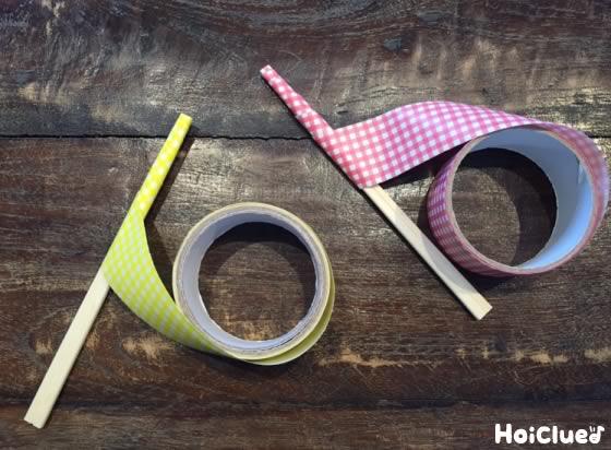 割り箸にカラーテープを巻いている写真
